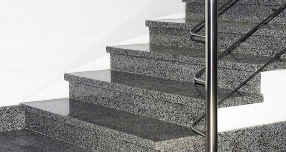 Ступени и лестницы из гранита